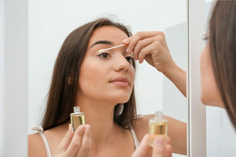 Does castor oil grow eyelashes