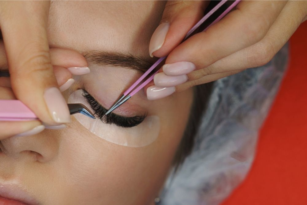 Are Russian And Volume Lashes The Same?