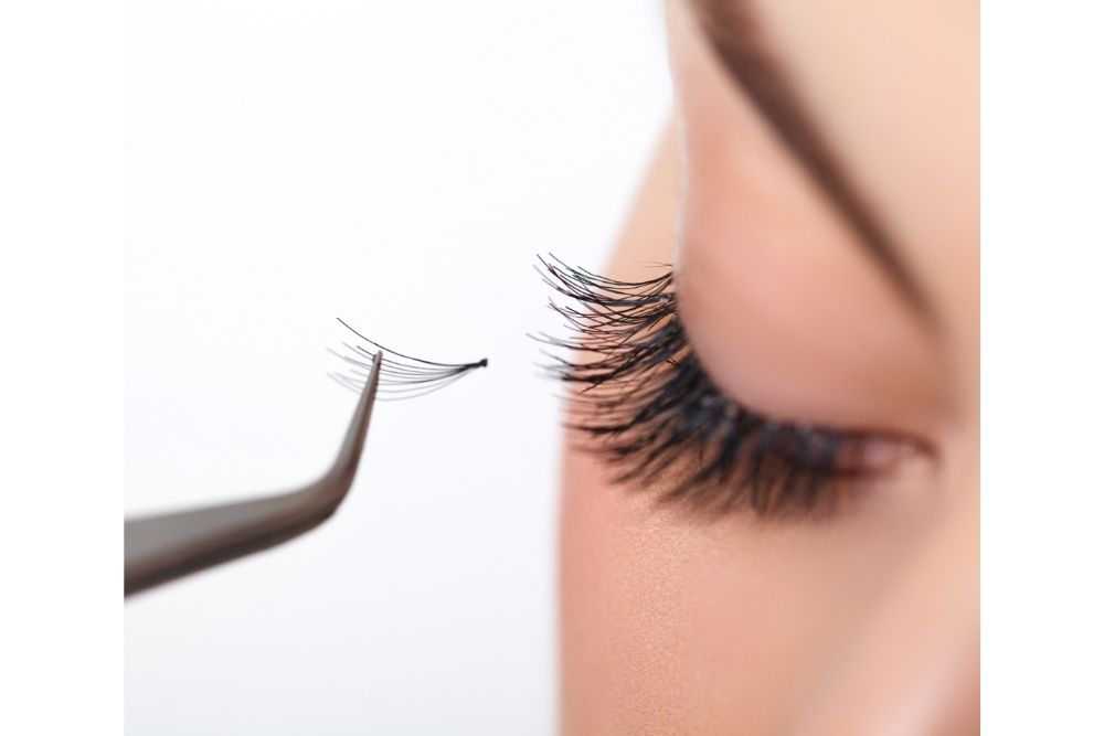 Can Eyelash Extensions Be Too Heavy?
