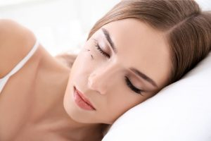 How Do You Sleep On Your Side With Eyelash Extensions?