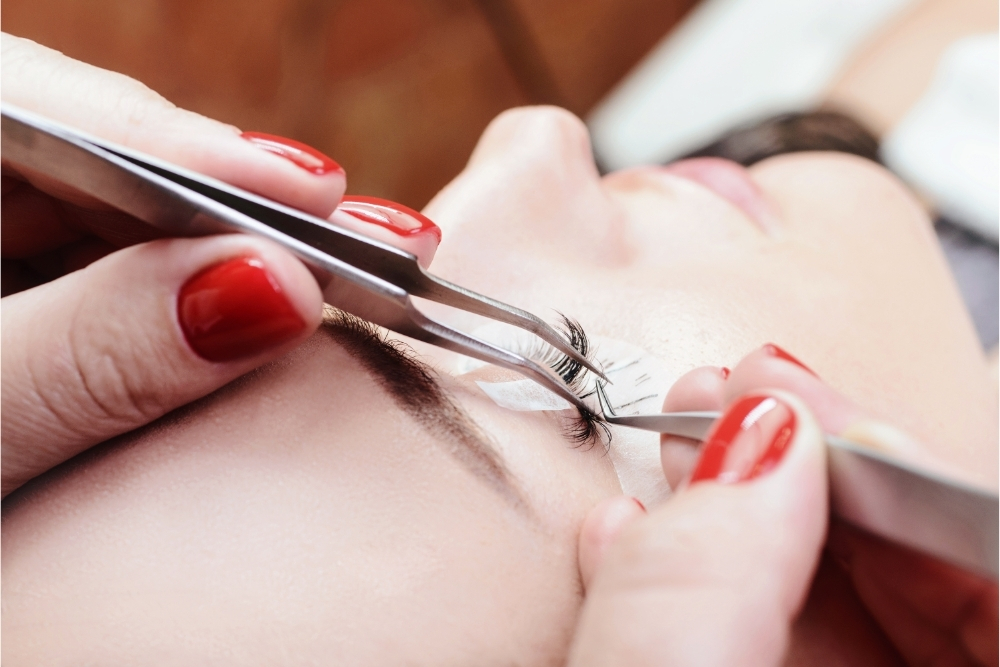 What are the disadvantages of eyelash extensions