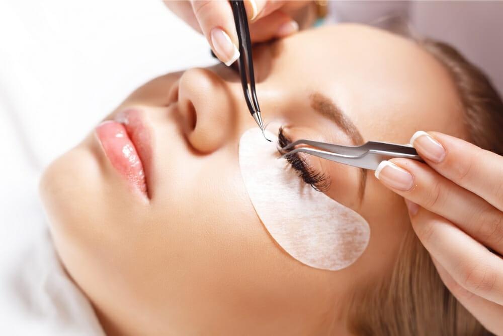 What Are Semi-Permanent Eyelashes?